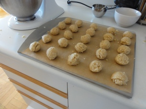 Macaroons on a tray before the oven